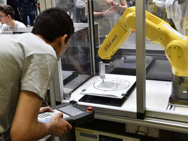 Olympiades des métiers :  le métier d'intégrateur robotique représenté en finale nationale.